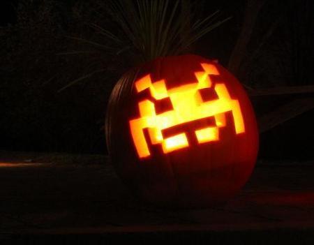 space-invaders-pumpkin-carving